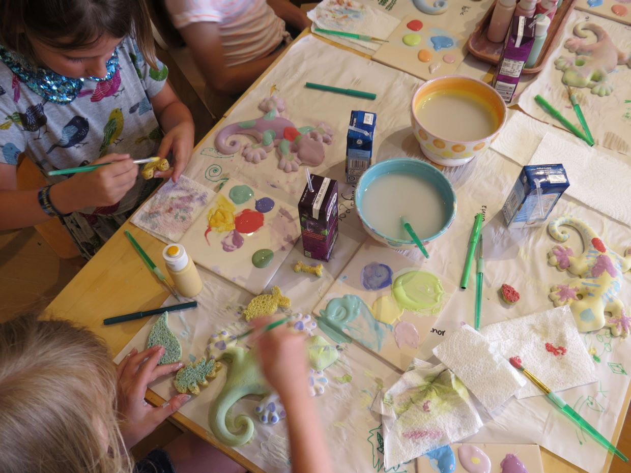 childrens-parties-gecko-pottery-painting